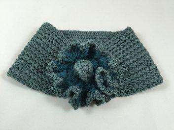 Flower Power: scarf with poufy flower